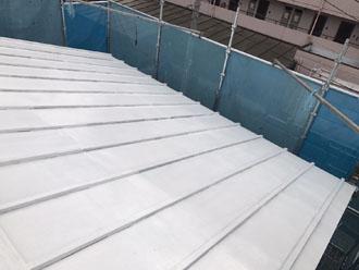サーモアイシーラーで下塗りした瓦棒屋根