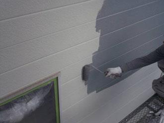 ハイポンファインデクロ(錆止め塗料)で外壁の下塗り