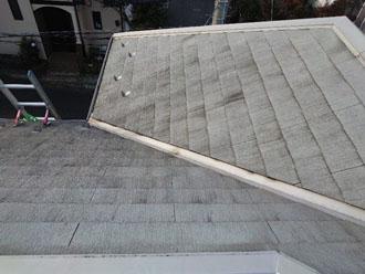 川崎市宮前区東有馬にて高耐久サーモアイ4F(クールライトグレー)を使用した屋根塗装と棟板金交換工事