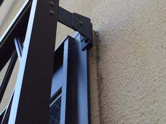 窓枠周りのひび割れ