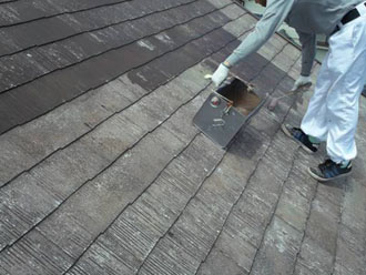 マイルドシーラーで屋根の下塗り