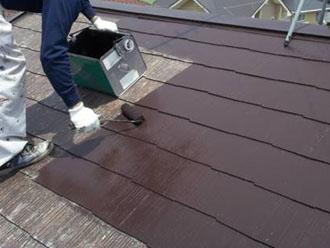 ヤネフレッシュSiで屋根の中塗り