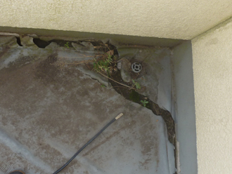 流山市市野谷にて経年劣化した防水層を撤去しウレタン塗膜防水工事を実施
