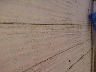 外壁には汚れが目立ち始めています