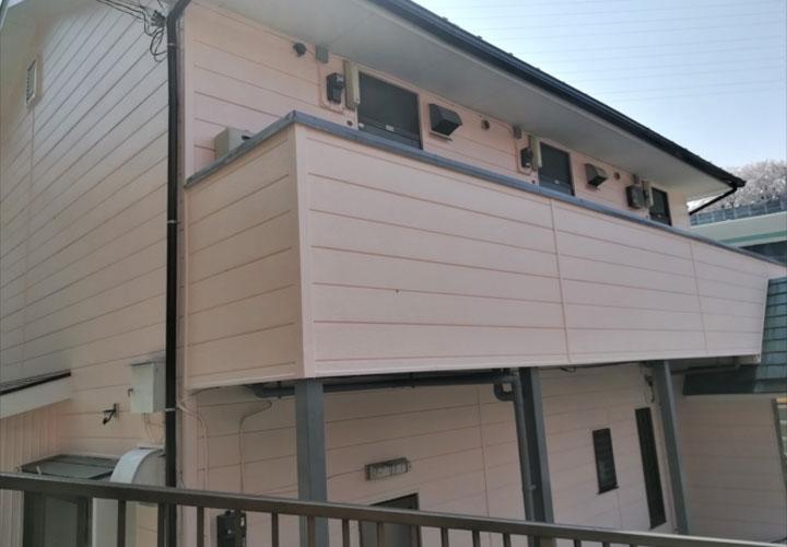 外壁塗装が竣工したアパート形式の建物