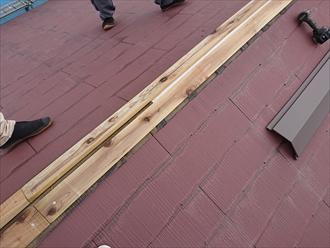 大棟の貫板を交換