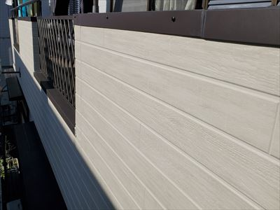 川崎市多摩区寺尾台にて下地の修繕から外壁張替工事を実施し、雨漏りによる腐食を改善