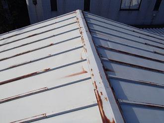 柏市豊町にて遮熱塗料サーモアイSiで瓦棒の屋根塗装、クールベネチアブルーで鮮やかな印象に仕上がりました!