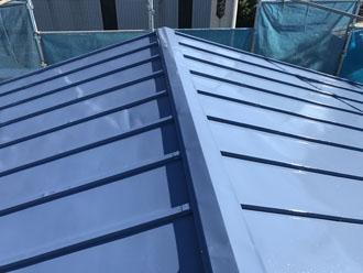 サーモアイSi(クールベネチアブルー)で塗装した瓦棒屋根