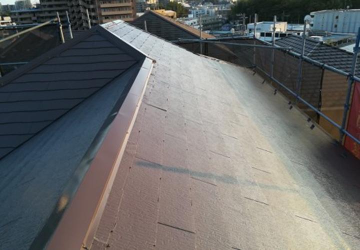 棟板金交換工事と屋根塗装が完了