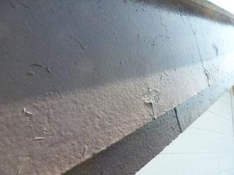 破風は下地処理が未施工の上一度塗りで仕上げられています