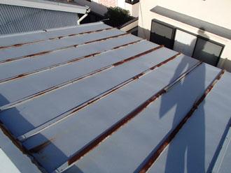 錆びや劣化が目立つ瓦棒屋根