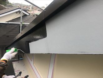 破風板塗装は黒