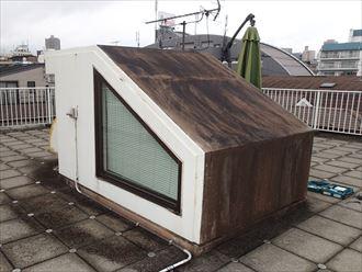 文京区千石にて屋上塔屋から階段室への雨漏りを防水・塗装・板金工事で改善