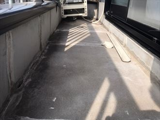 ベランダ床面の調査