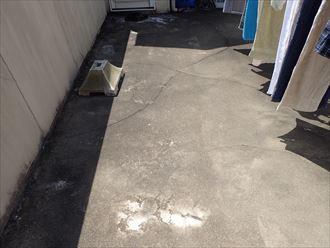 陸屋根床面のひび割れ
