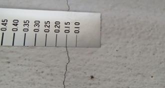幅0.3mm以下のクラックの写真