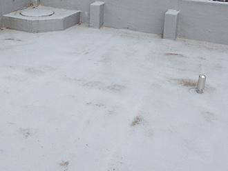 大田区大森西、ウレタン防水の通気緩衝工法が施工されたマンション屋上の点検