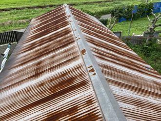 錆びてしまっているトタン屋根