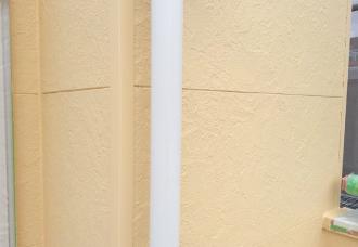 雹の被害を受けた雨樋も再塗装