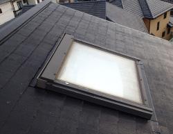 屋外で天窓撤去のリフォーム前