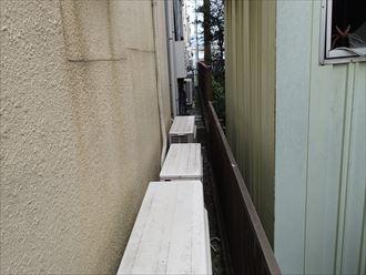 モルタルのクラックと隣家との距離