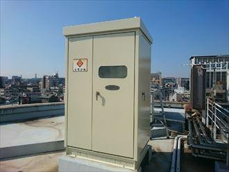 千葉市のクリニック様|屋上のキュービクル塗装工事