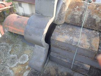 瓦のずれによる隙間
