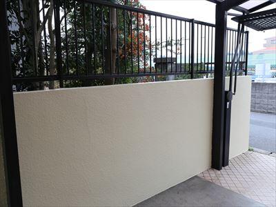 外壁と同じ工程で塗った擁壁