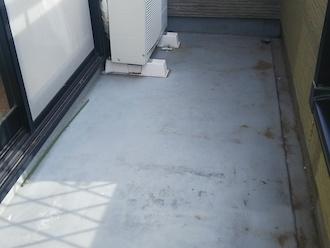 ベランダ床の汚れ