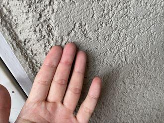 外壁の塗膜にはチョーキングが発生