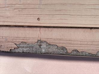 松戸市五香にて、外壁の調査を行うと塗膜の劣化、サイディングの割れ等の症状が確認できました