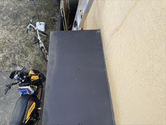 庇屋根に汚れ