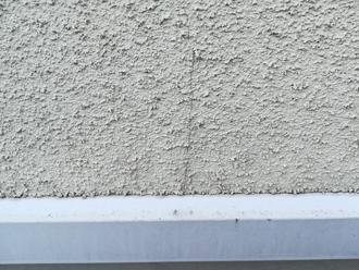 モルタルが外壁にはヘアクラックが発生していました