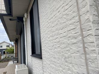君津市南子安で外壁が剥がれ出しているので、調査をしてもらいたい