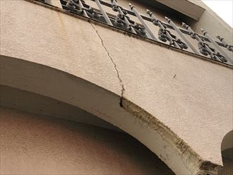 足立区東和で外壁からの雨漏りが発生、外壁からの雨漏りでも原因が様々あります