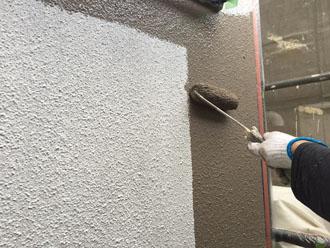 1階の外壁はファインパーフェクトトップのND-375で塗装