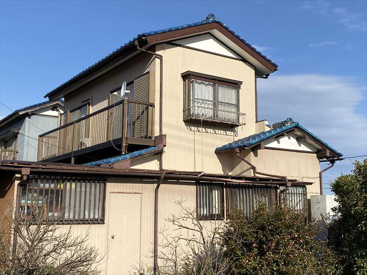 袖ケ浦市三箇で台風により剥がれてしまったトタン外壁を災害復旧工事にて修繕