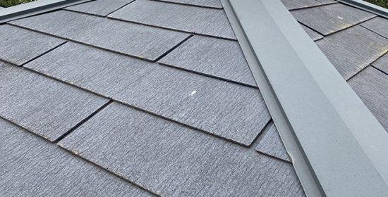 大田区大森北で色褪せたスレート屋根塗装と同時に棟板金補修をご案内