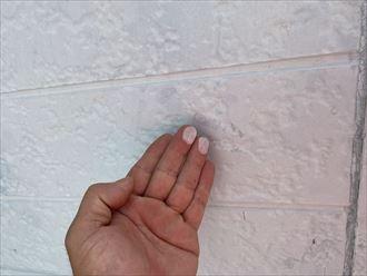 鴨川市貝渚にて窯業サイディング外壁が破損、修理を検討中