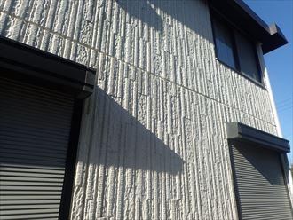木更津市大久保の外壁調査、コーキングのひび割れと塗膜の劣化