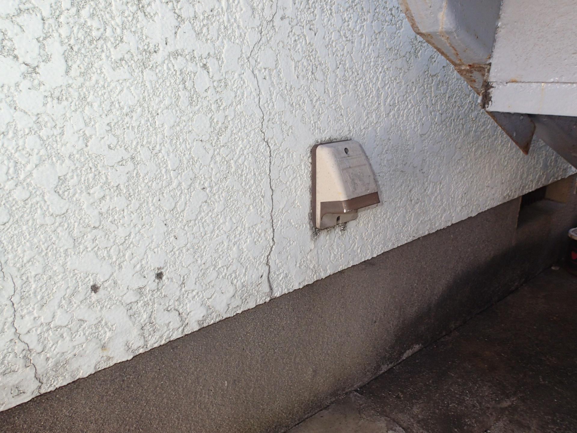 品川区豊町にてクラックが沢山起こっているアパートの外壁の無料点検