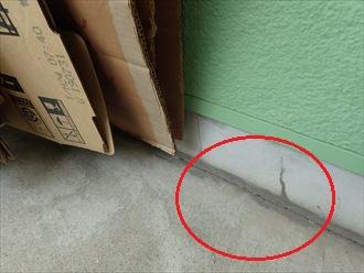 四街道市下志津新田のベランダ床に多数の亀裂が発生、雨漏り予防で新規防水工事のご提案