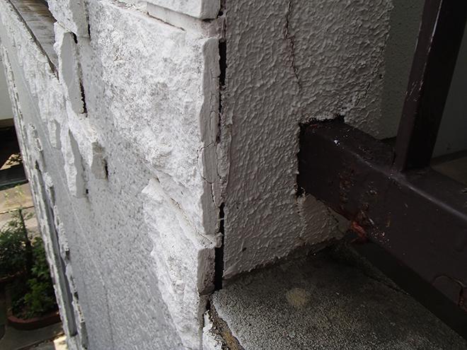 大田区南雪谷、RC造の店舗兼集合住宅の塗装、外壁のひび割れや浮きが発生していました