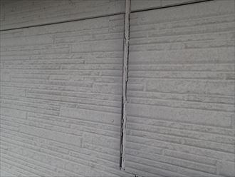 八街市勢田のコーキングの劣化と塗膜の剥がれが発生、コーキングの打ち替えを含めた外壁塗装工事のご提案