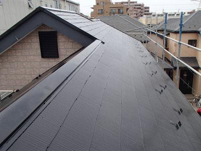 浦安市|割れた屋根材が落下!補修をして遮熱塗料で屋根塗装