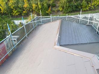 棟板金交換工事と屋根塗装を行いました