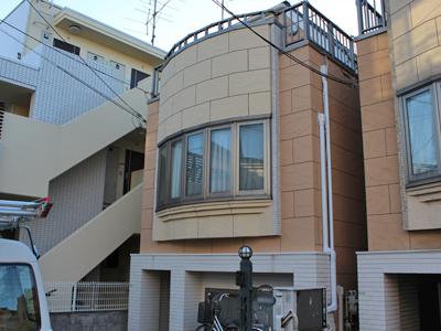東京都大田区雑色駅 ジョリパッド仕上げの外壁を塗装し、更に屋根塗装でリフォーム