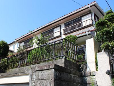 棟を乾式自在面戸Wで施工、屋根を部分葺き替え、外壁塗装でクラック補修|横浜市青葉区