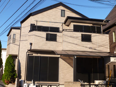 千葉市稲毛区|劣化した屋根はカバー工事、外壁はクリヤー塗装でサイディングを生かして